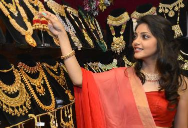 Actress Rahasya Gorakh Inaugurates Luxury Jewellery Expo At Taj Krishna - Sakshi