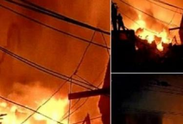 Delhi fire breaks out in factory in Anaj mandi area Photo Gallery - Sakshi