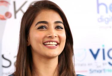 Pooja Hegde Playing Golf Cancer Crusaders Invitation Cup 2020 Event  - Sakshi