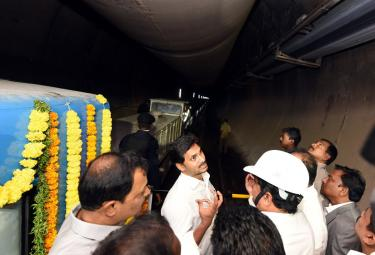 CM Jagan Inspects Veligonda Project at Prakasam Photo Gallery - Sakshi