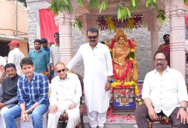 Mahesh babu and Krishna Inaugurates Vijaya Nirmala Statue Photo Gallery - Sakshi