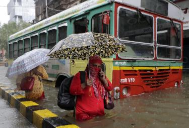 Heavy rain lashes Mumbai Photo Gallery - Sakshi