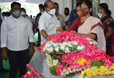 Former Home Minister Nayani Narasimha Reddy Funeral Completed at Maha Prasthanam - Sakshi