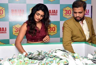 Actress Eesha Rebba Lucky Bumper Draw Bajaj Electronics - Sakshi