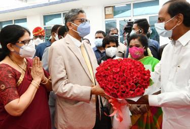 Chief Justice of India NV Ramana Arrived at Hyderabad Raj Bhavan Photo Gallery - Sakshi