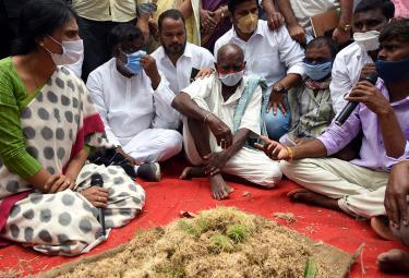 YS Sharmila To Visited Palepalli Village Vikarabad On Farmers Issues - Sakshi