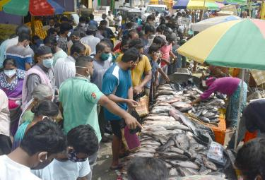 Heavy Crowd Ramnagar Fish Market  - Sakshi