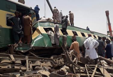 Train Accident In Pakistan - Sakshi