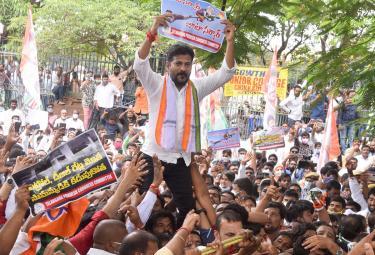 TPCC Revanth Reddy Chalo Raj Bhavan Protest Photo Gallery - Sakshi