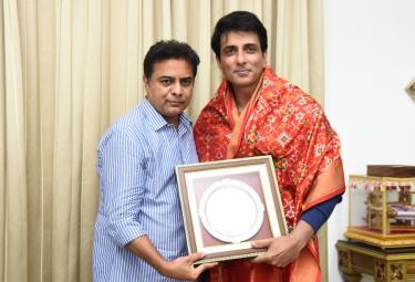 Sonu Sood Meets Telangana Minister KTR in Pragathi Bhavan Photo Gallery - Sakshi