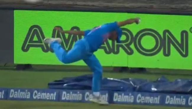 Shardul Thakur takes a briliant catch at boundary against Bangladesh Match - Sakshi