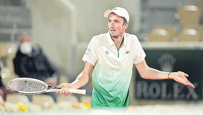Good Start For Djokovic In French Open Tournament - Sakshi