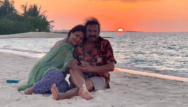 Manchu Family Enjoying Vacation In Maldives Photo Gallery - Sakshi