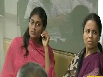 వైఎస్సార్ సీపీ సమావేశంలో షర్మిల - Sakshi