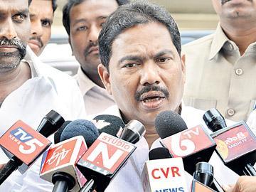వైఎస్ఆర్ కాంగ్రెస్ పార్టీలో చేరిన విశ్వరూప్ - Sakshi