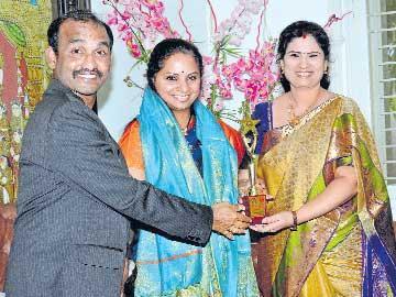ఎంపీ కవితకు నారీ ప్రతిభా పురస్కారం - Sakshi