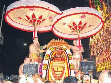 తిరుచానూరు బ్రహ్మోత్సవాలకు ధ్వజారోహణం - Sakshi
