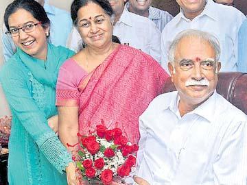 హైదరాబాద్ ఎయిర్పోర్టుకు ఎన్టీఆర్ పేరు - Sakshi