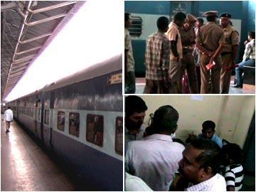 పద్మావతి, చెన్నై ఎక్స్ప్రెస్ల్లో దొంగల బీభత్సం - Sakshi