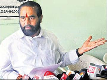 'పరిటాలది రాజకీయ హత్యకాదు..సెటిల్ మెంట్ హత్య' - Sakshi