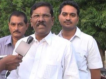 టీఆర్ఎస్లోకి టీడీపీ అధికార ప్రతినిధి - Sakshi