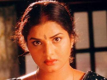 విడాకులివ్వండి: నటి ప్రేమ - Sakshi
