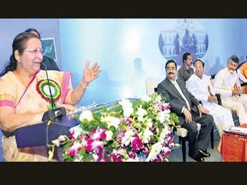 బాధ్యతాయుతంగా వ్యవహరించాలి - Sakshi