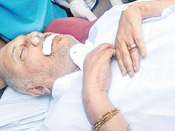 మాజీ మంత్రి ఆనందగజపతి కన్నుమూత - Sakshi