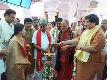 దైవసన్నిధానంలో మహాకుంభాభిషేకం ప్రారంభం - Sakshi