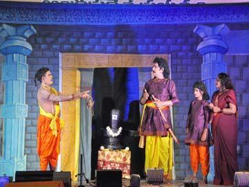 నటప్రావీణ్యానికి ప్రతీకలు.. పౌరాణిక నాటకాలు - Sakshi