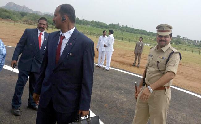 Telangana CM KCR Meets Payyavula Keshav