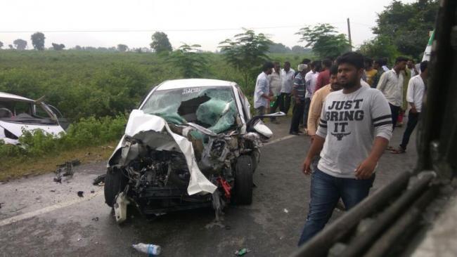 road accident in peddapalli