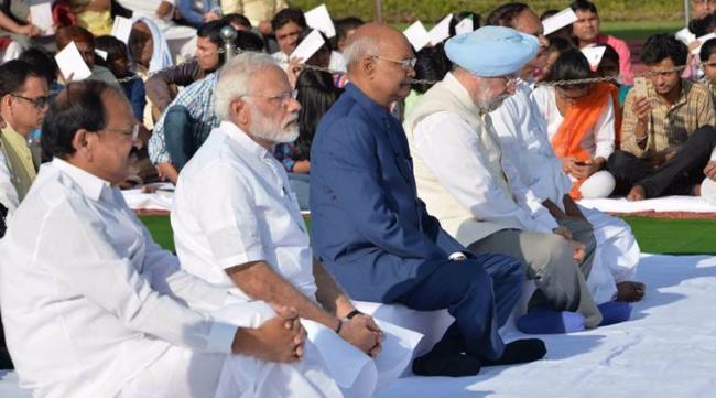 PM Narendra Modi at rajGhat