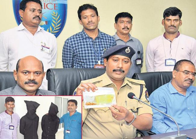 chain snatchers arrest in red hills - Sakshi