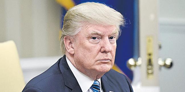 Trump's former campaign manager surrenders to FBI - Sakshi