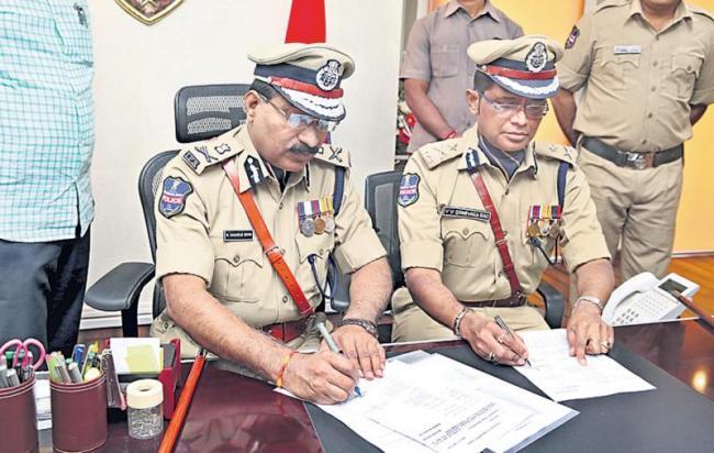 VV Srinivasa rao as Incharge cp - Sakshi