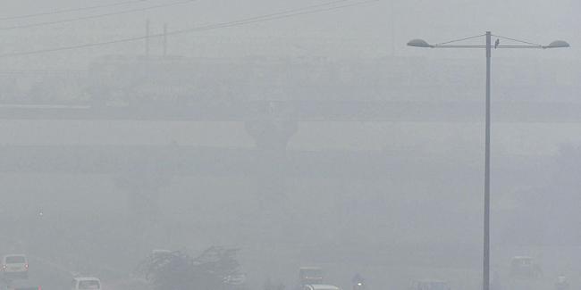Delhi's pollution levels rise again  - Sakshi