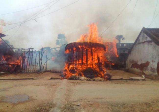 seven fillers damage in fire accident - Sakshi