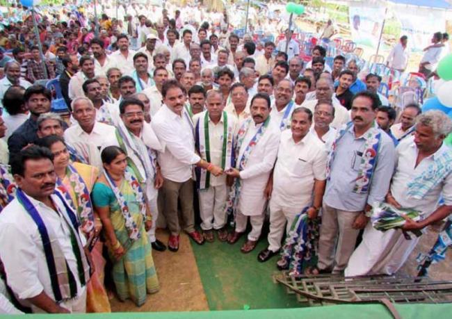 majji srinivasa rao fird on tdp leaders - Sakshi