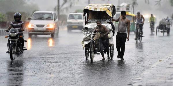 Rain forecast : Rains to be fall in AP - Sakshi