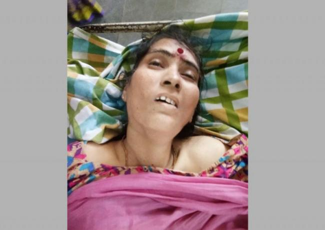women death in road accident - Sakshi