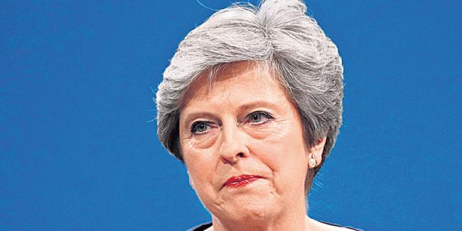 Rebel MPs prepare no-confidence letter against British PM Theresa May - Sakshi