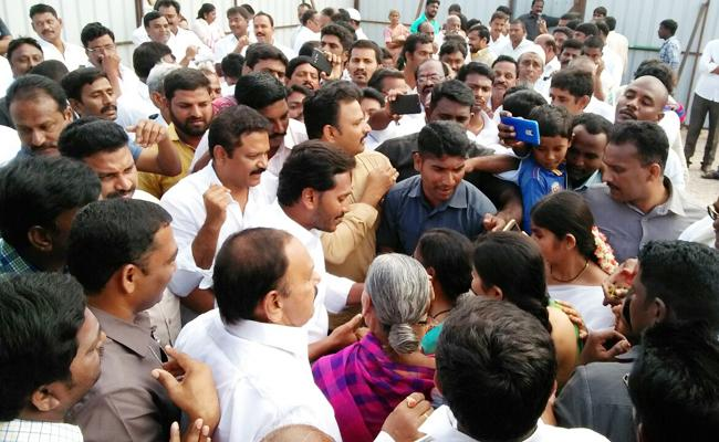 YSRCP in power, complete ban on liquor, says YS Jagan - Sakshi