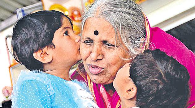 sindhutai sapkal gets Mother of Orphans - Sakshi