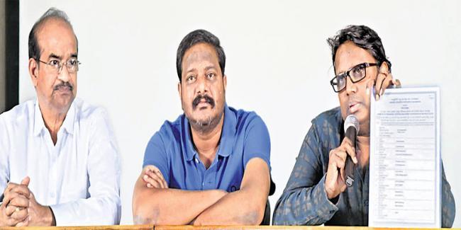 Producers, director Gunasekhar spoke to the media on Thursday. - Sakshi