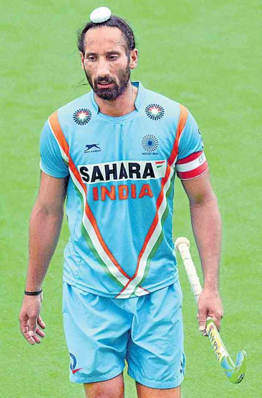 Sardar Singh dropped from Indian squad for Hockey World League  - Sakshi