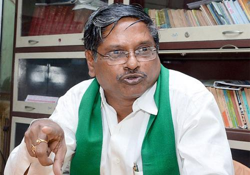MVS Nagireddy Fired on ap govt over farmers suicide - Sakshi