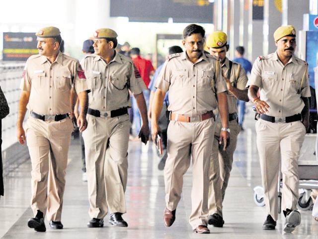 Trying to sell minor, men call Delhi Police by mistake, held - Sakshi - Sakshi - Sakshi