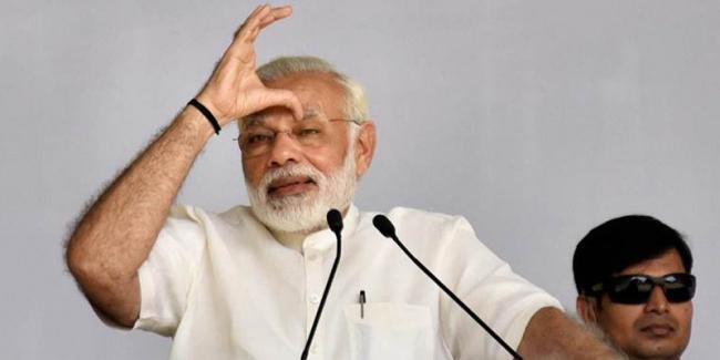 PM Narendra Modi visits Akshardham, reaches out to Patels - Sakshi