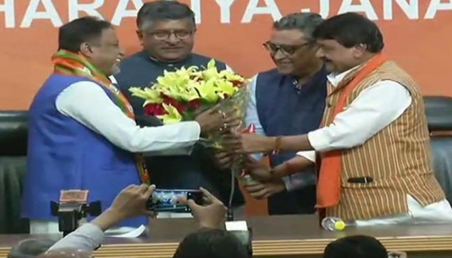 Former TMC MP Mukul Roy joins BJP, says proud to work under PM Modi - Sakshi